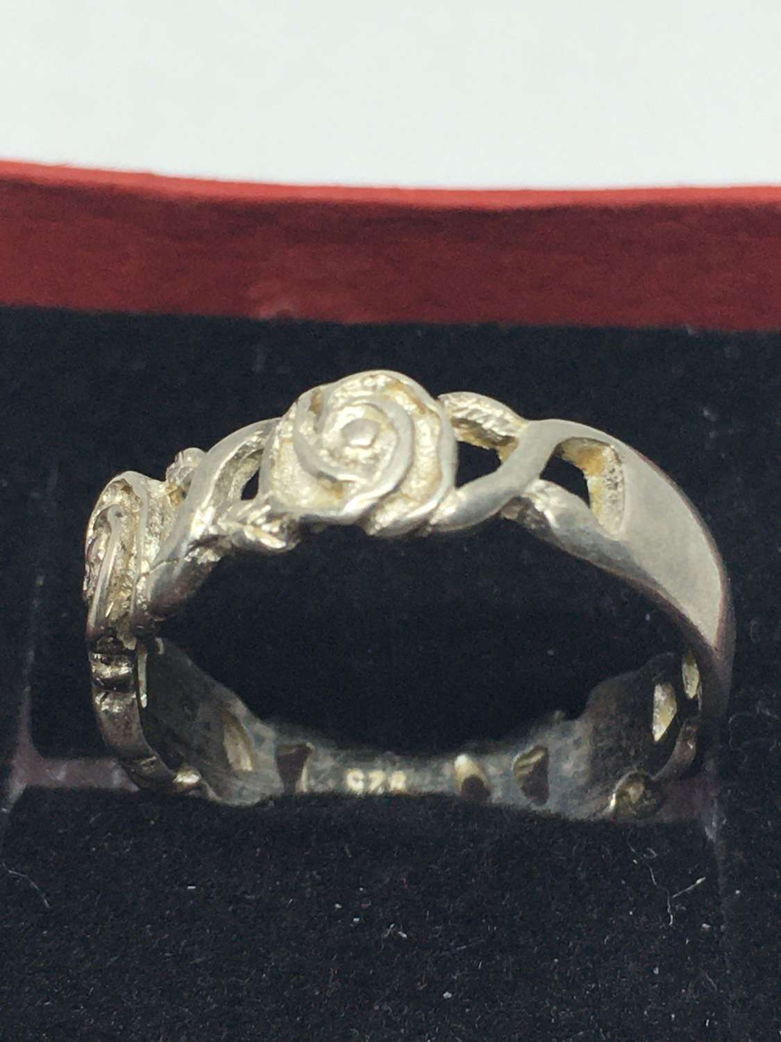 925 Silver Ring With Rose Pattern
